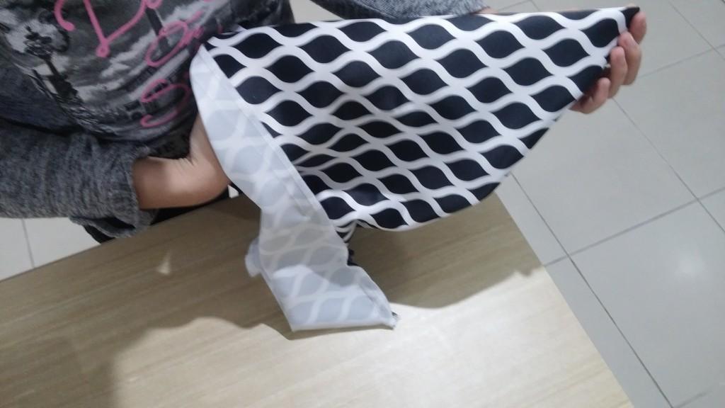 Sarung bantal sofa yang sudah diobras semua dibalik